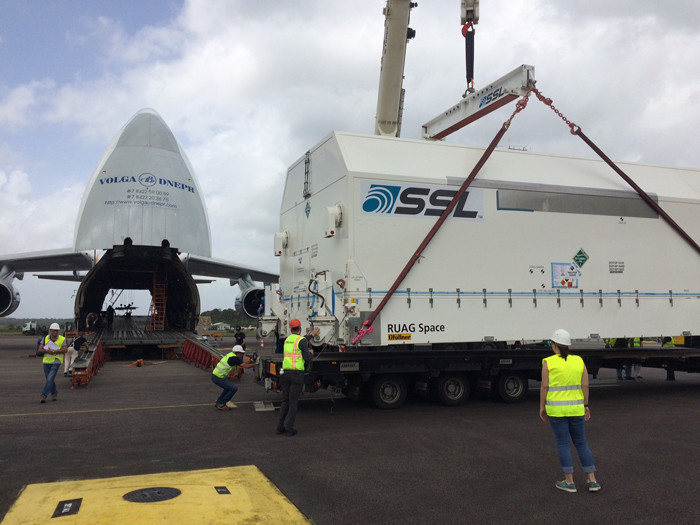 EUTELSAT 65 West A being unloaded from the Antonov aircraft in Cayenne (Photo credit: Arianespace)